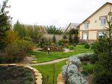 Обновляем дачный дом: садовые дорожки и фасадный декор