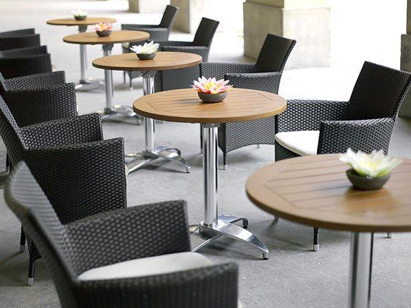 Мебель для кафе или ресторана: выбор подстолья для стола